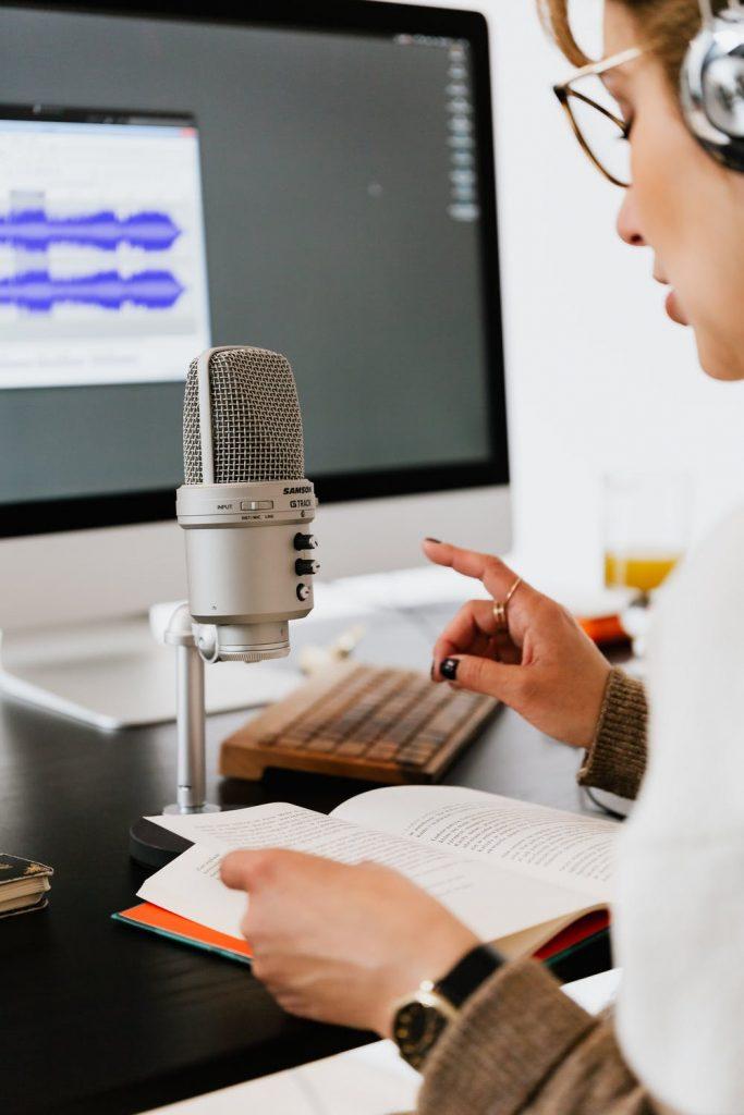 Femme audio sous-titrage